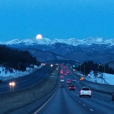 Moonset_Over_The_Mountains