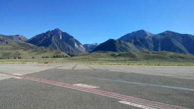 Mammoth_Airport_Mountains